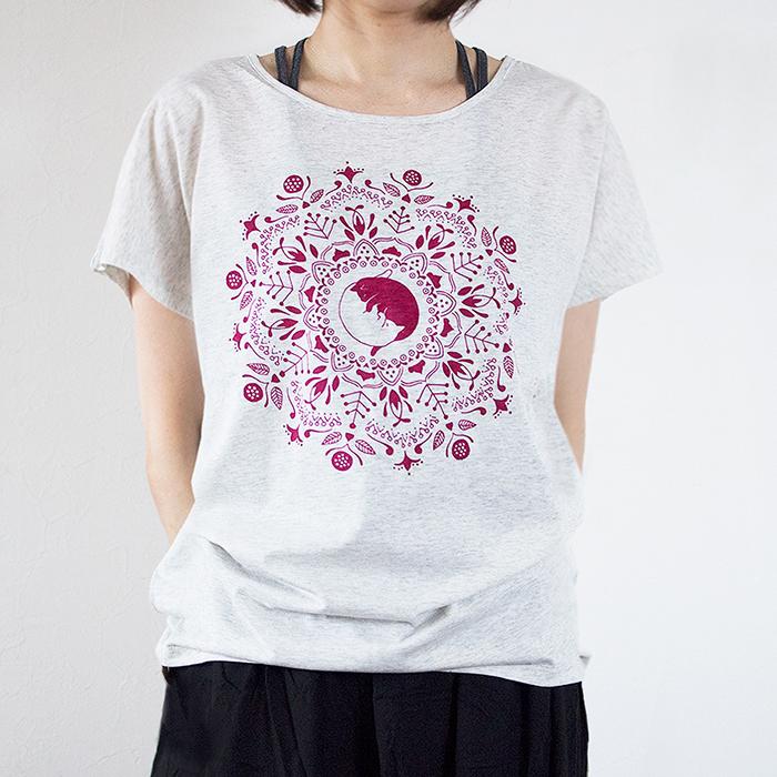 ねこの曼荼羅Tシャツ(ボルドー)の画像