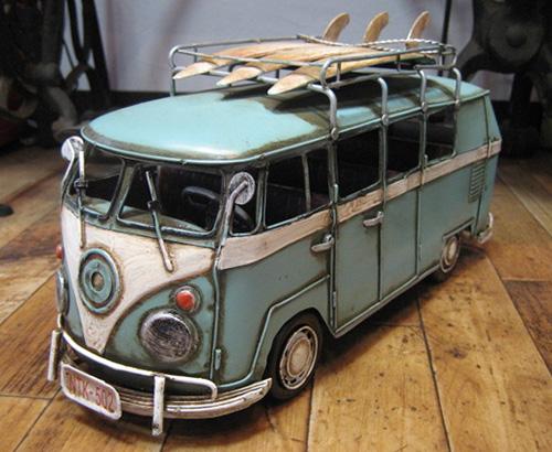 ワーゲンバスサーフボード  ブリキ製自動車 ブリキのおもちゃ アメリカン雑貨の画像