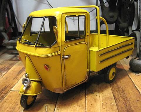 イエローミゼットタイプ3輪トラック ブリキ製自動車 ブリキのおもちゃ アメリカン雑貨の画像