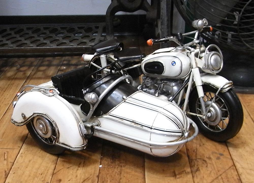 ブリキのおもちゃ サイドカー バイク BMW ブリキ製オートバイ アメリカン雑貨の画像