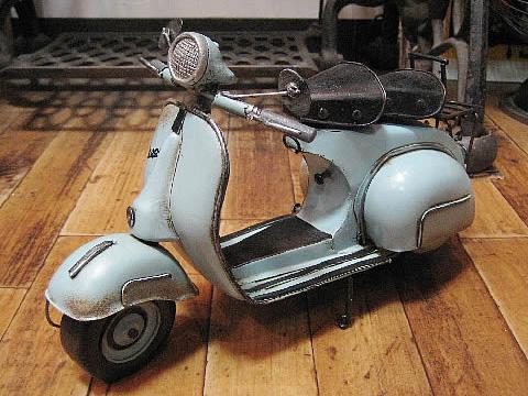 ベスパモデルスクーター【ライトブルー】 ブリキのおもちゃ ブリキ製オートバイ アメリカン雑貨の画像
