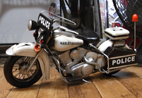 ハーレーモデルポリスバイク ブリキのおもちゃ ブリキ製オートバイ アメリカン雑貨の画像