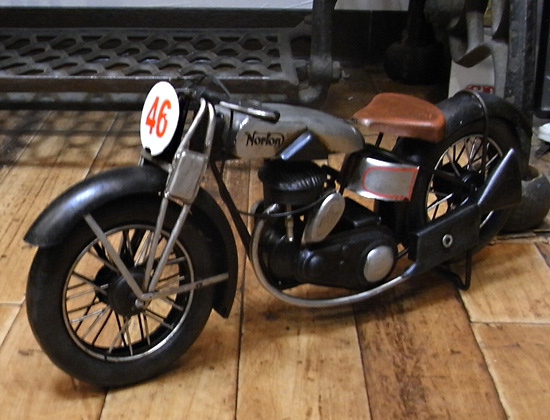 norton オールドバイク ブリキのおもちゃ ブリキ製オートバイ アメリカン雑貨の画像
