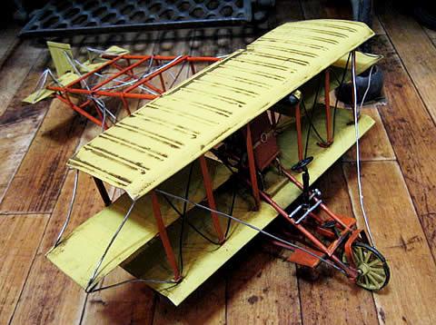 ブリキ飛行機 三葉機 ブリキのおもちゃ ブリキ製飛行機 アメリカン雑貨の画像