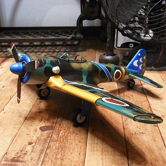 ブリキ製戦闘機【ゼロ戦モデル】 ブリキのおもちゃ ブリキ製飛行機 アメリカン雑貨の画像