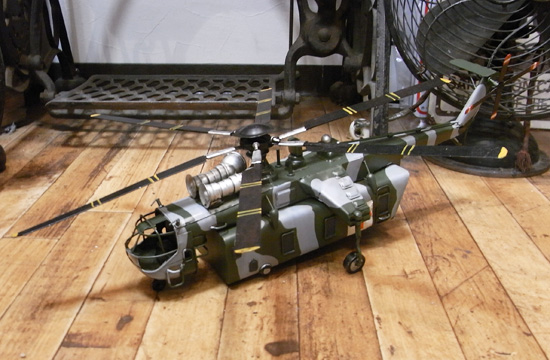 トランスポート ヘリコプター ブリキのおもちゃ ブリキ製飛行機 アメリカン雑貨の画像