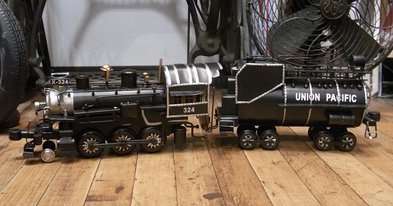 SL機関車【x-324】 ブリキのおもちゃ 汽車 トラム レトロインテリアの画像