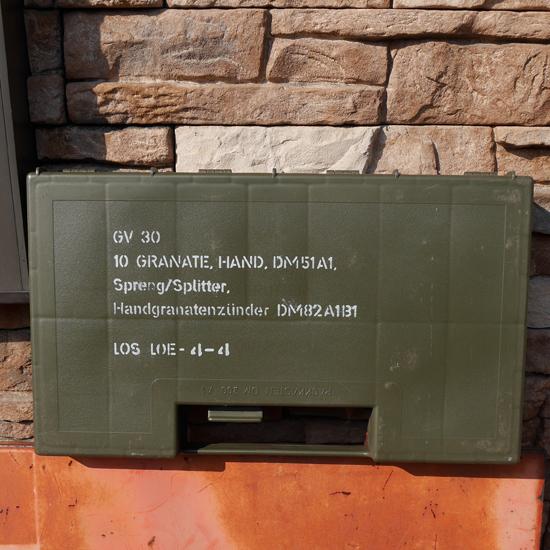 ドイツ軍 グレネードケース プラスチック ミリタリー 手榴弾 収納ボックスの画像