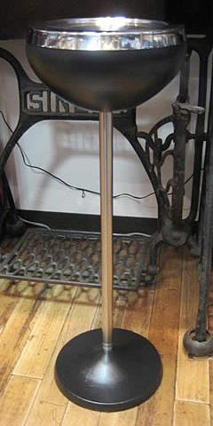 レトロデザインスチール製スタンド灰皿【ブラック】スタンド灰皿の画像