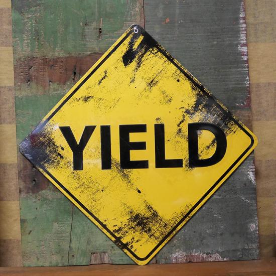 YIELD ブリキ看板 トラフィックサインプレート 道路標識 ゆずれの画像
