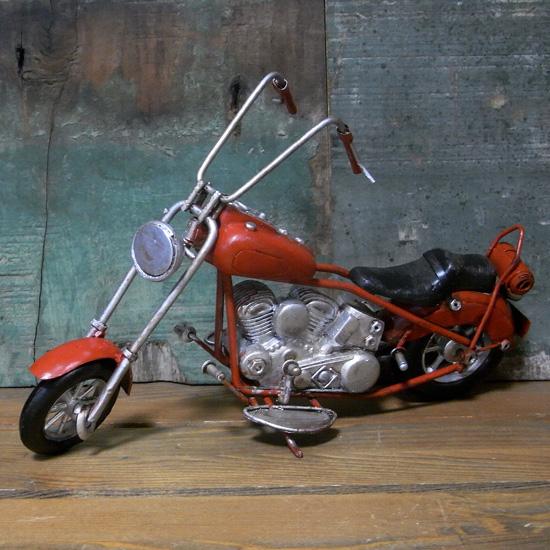 ブリキのおもちゃ ハーレータイプ チョッパーバイク レッド インテリア オートバイの画像