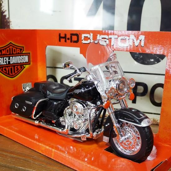 ハーレーダビッドソン2013 FLHRC ROAD KING クラシック  バイク  アメリカン雑貨の画像