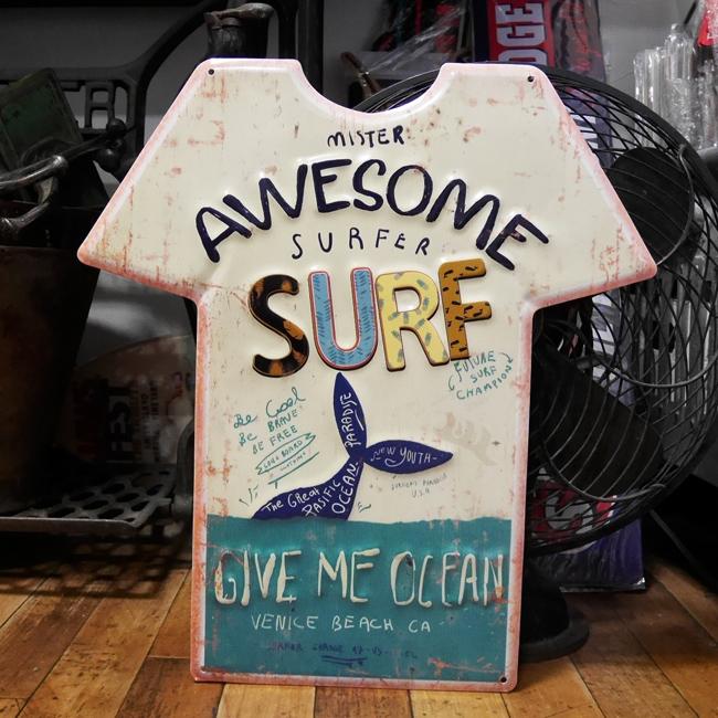 エンボス プレート Awesome Surf Tシャツ型ブリキ看板 ハワイアン サーフィング アメリカン雑貨の画像