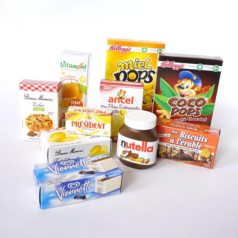 こんなにたくさんのお買い物おままごと用にミニチュア食品パッケージが入っています。