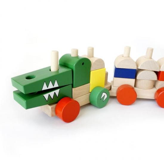 カラフルな積み木汽車が可愛く変身! ワニさんの汽車つみき画像