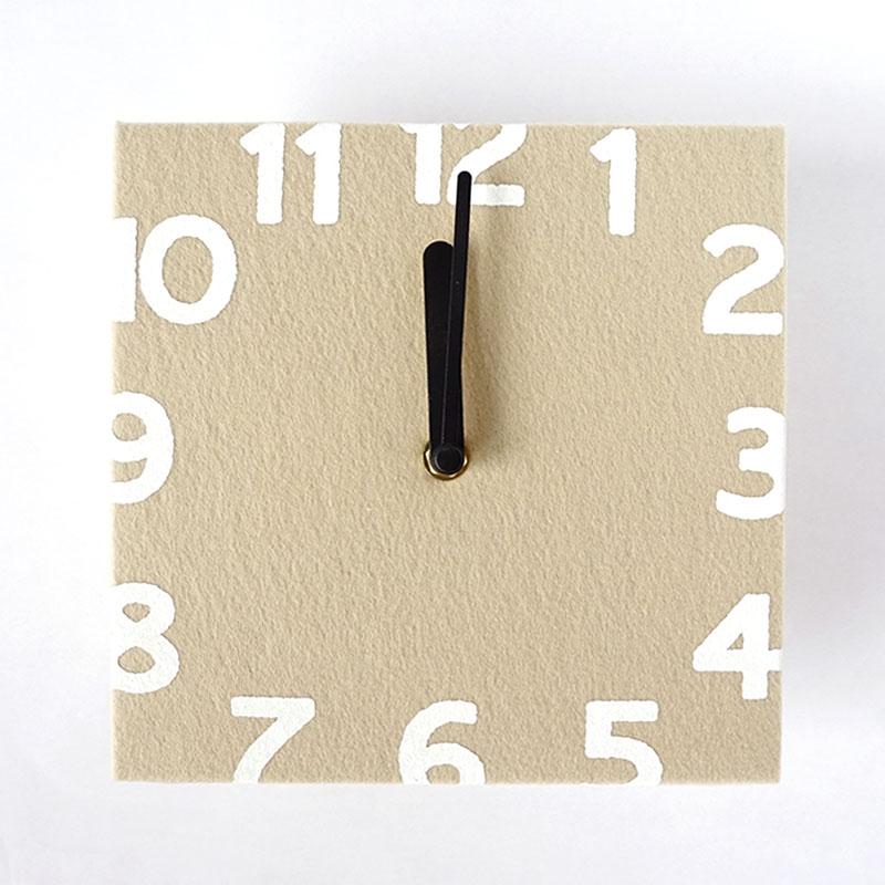 ほっこりかわいい北欧カラ―のフェルト壁掛け時計【2カラー】画像