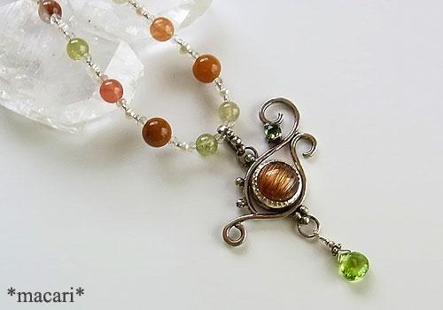 ルチルクォーツキャッツアイのネックレスの画像