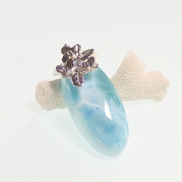 ラリマーの小花飾りペンダントの画像