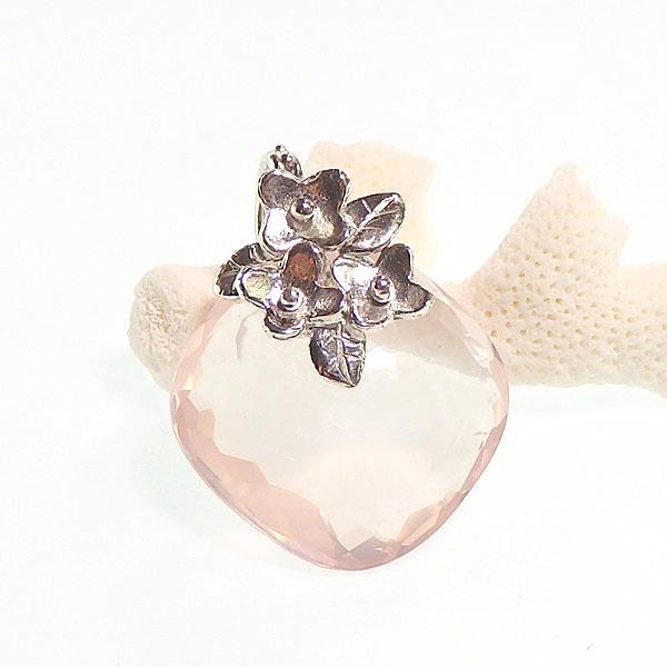 ローズクォーツの小花飾りペンダントの画像