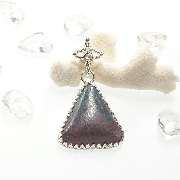 ルビーインカイヤナイトのクロスバチカンペンダントの画像