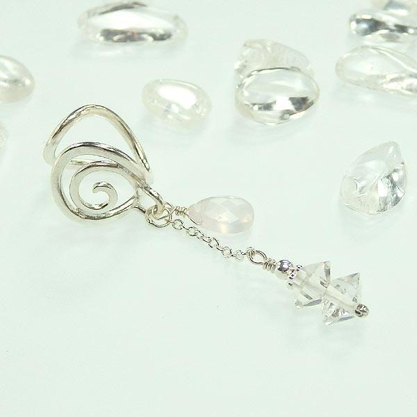 ハーキマーダイヤモンドとローズクォーツの唐草イヤーカフの画像