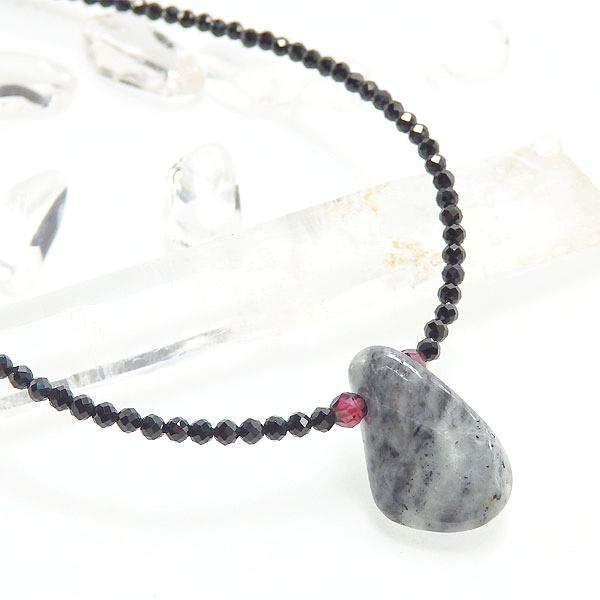 糸魚川翡翠とブラックスピネルのネックレス画像