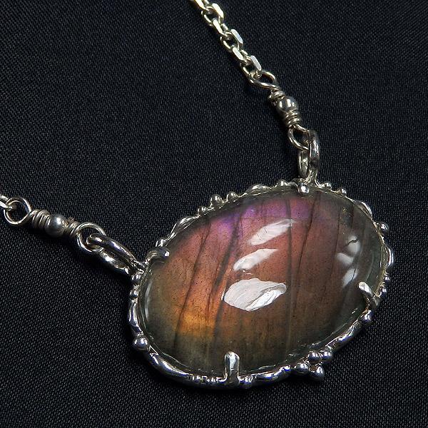 ラブラドライトの大粒デザインネックレスの画像