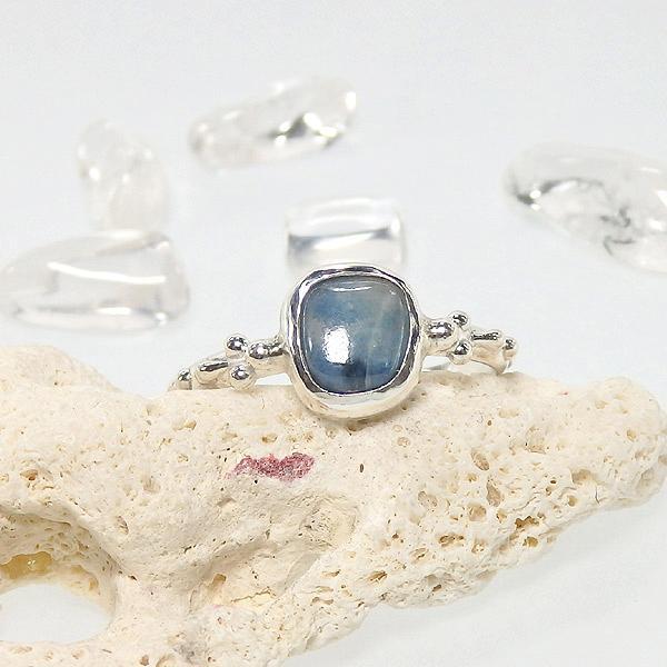 糸魚川産 青翡翠の粒飾りリング 約11.5号の画像