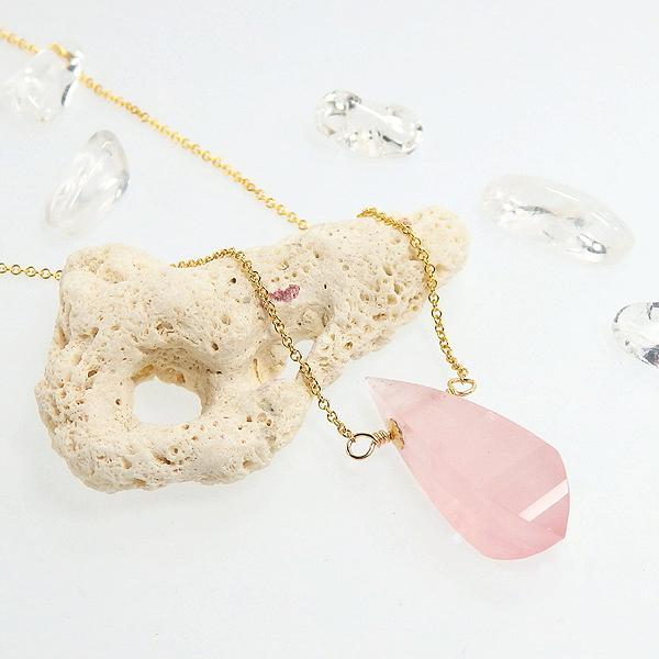 ローズクォーツの一粒ネックレスの画像