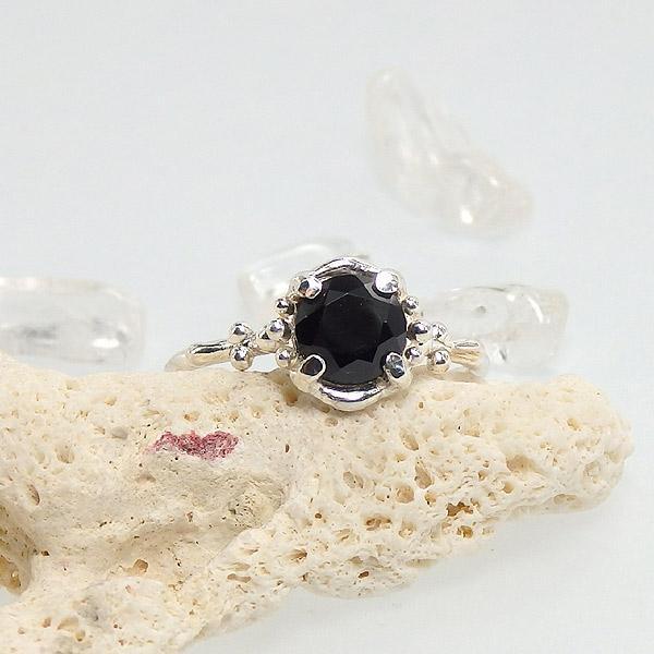 ブラックスピネルの粒飾りリング 10.5号の画像