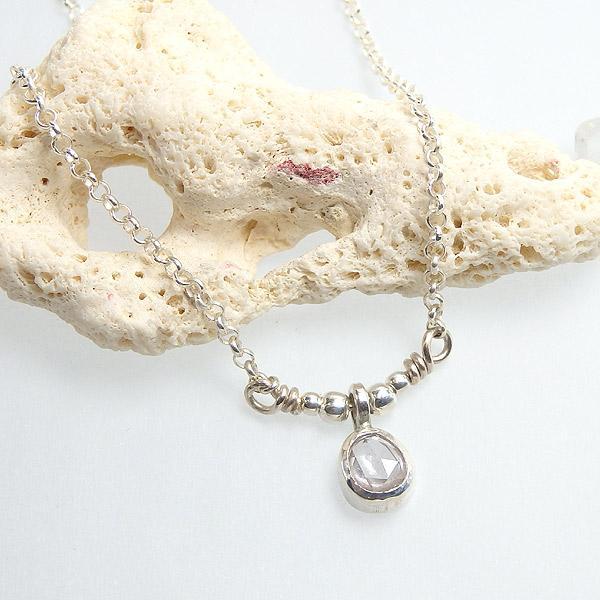 サファイアの小粒ネックレスの画像