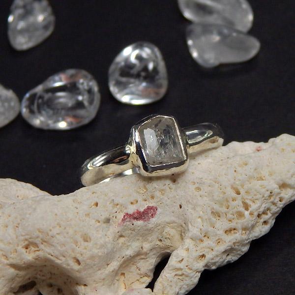 フェナカイトの原石のリング 9号の画像