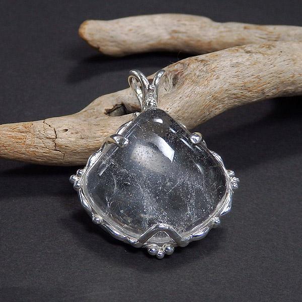 マニカラン産 ヒマラヤ水晶の粒飾りペンダントの画像