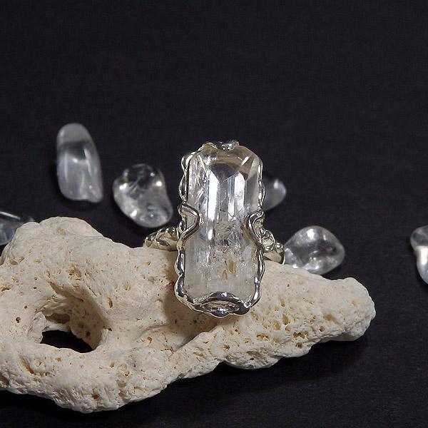 ダンビュライト原石のリング 9.5号の画像