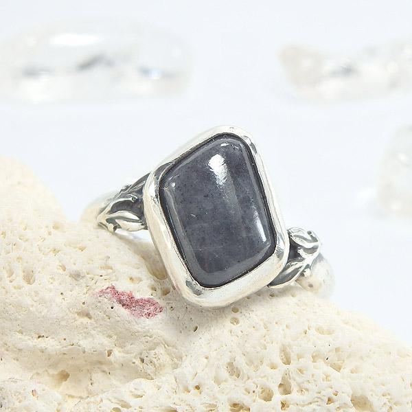 糸魚川産 黒翡翠のリング 12号の画像