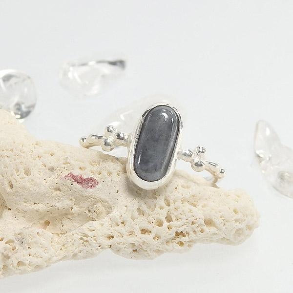 糸魚川産 黒翡翠の粒飾りリング 12.5号の画像