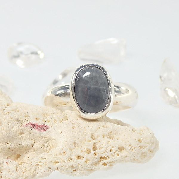糸魚川産 黒翡翠のリング 14.5号の画像