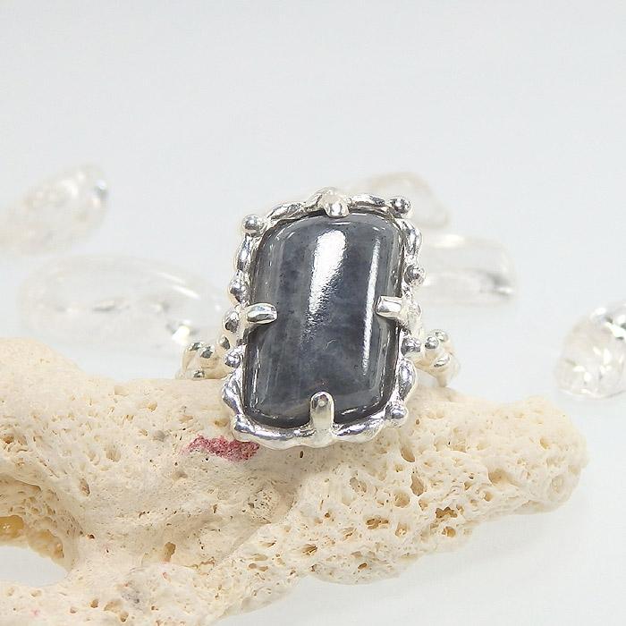 糸魚川産 黒翡翠の粒飾りリング 10.5号の画像