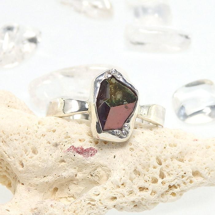 レインボーガーネット原石のリング 12号の画像