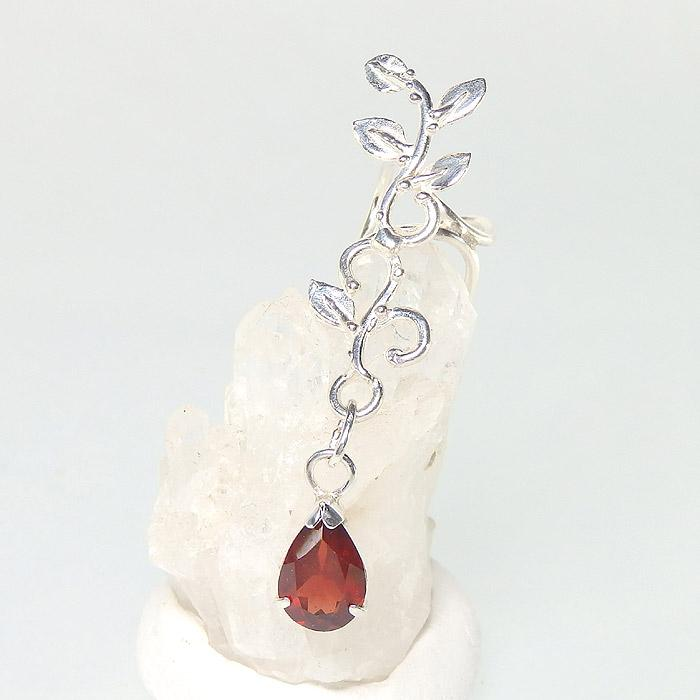 ガーネットの蔓飾りイヤーカフ (左耳用)の画像