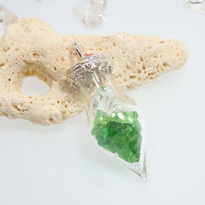 ツァボライト原石とハーキマーダイヤモンドのボトルペンダント画像