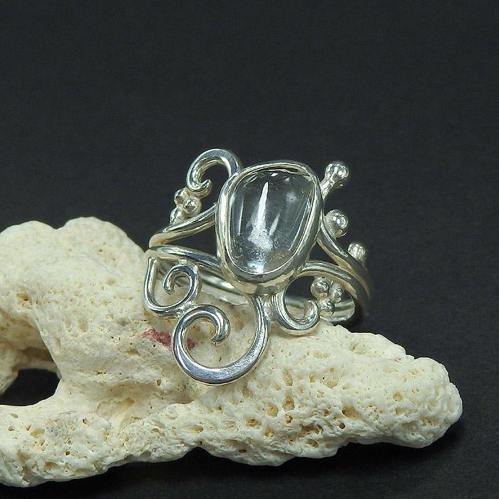 マニカラン産 ヒマラヤ水晶の唐草粒リング 15号画像