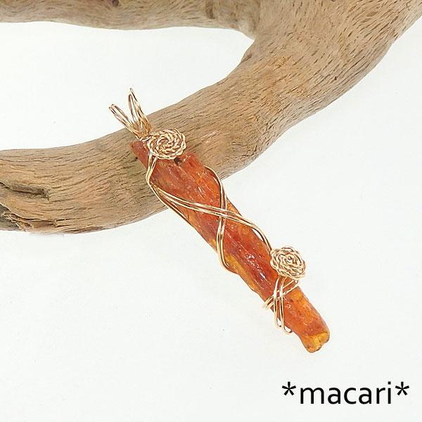 オレンジカイヤナイト原石のワイヤーペンダントの画像