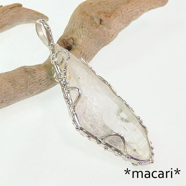 ヒマラヤ水晶の唐草フレームペンダントの画像