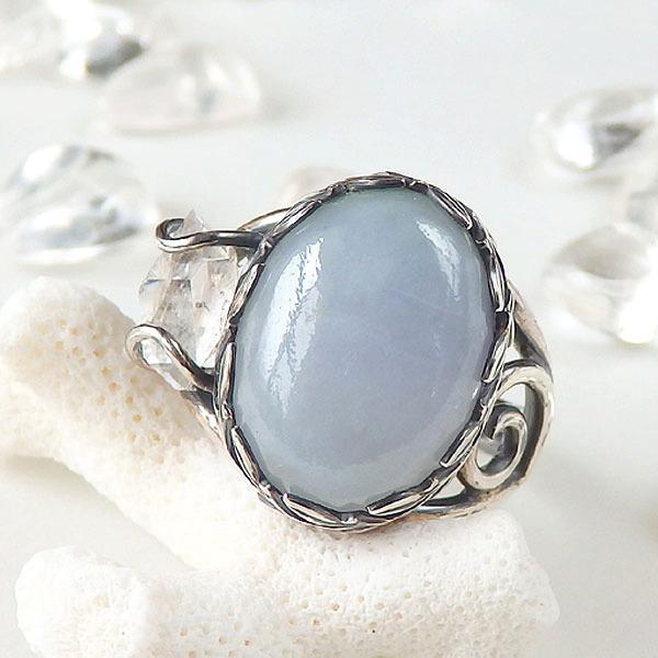 ラベンダー翡翠とダブルポイントのリングの画像