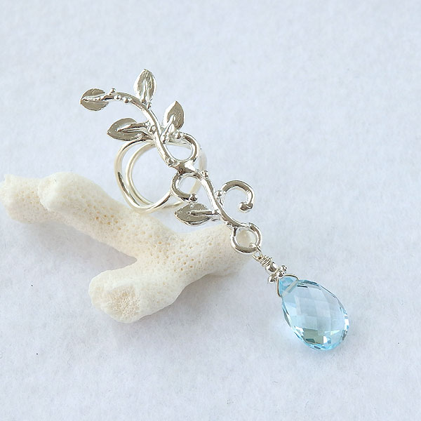 スカイブルートパーズの蔓飾りイヤーカフ(左耳用)の画像
