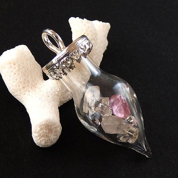 天然石のボトルペンダント(フェナカイト・ハーキマー・トルマリン)の画像