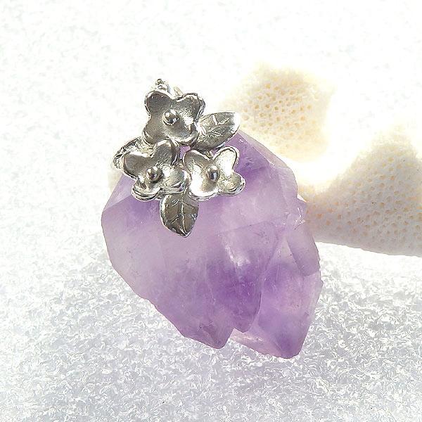 アメシストの結晶・小花飾りペンダント(再販)の画像