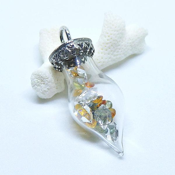サファイアと水晶のボトルペンダントの画像