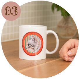 うちの子オリジナルペアマグカップのご購入にオススメのシーン1。お仕事を頑張る方へのサプライズプレゼントに
